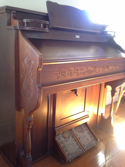 Cromwell's old Methodist Church Organ